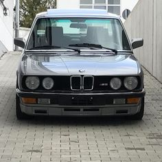 26 отметок «Нравится», 1 комментариев — Mint Classics GmbH (@mintclassics) в Instagram: «Finally here! Our mind-blowing 1985 BMW M5 with just 18.500km on the clock! One of only 588 LHD…»