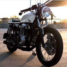 Amazing bike @alexshtunyuk . . . . #caferacer #hondacb #honda #motorcycle #style…