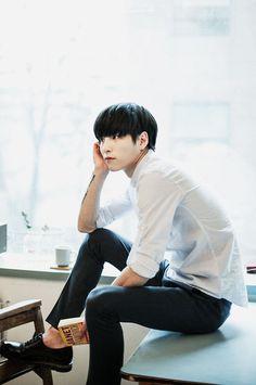 ˚✧ Ulzzang ✧˚.* Go Sang Gil ni✧˚. Human Poses, Male Poses, Asian Boys, Asian Men, Sitting Poses, Cool Poses, Korean Fashion Men, Ulzzang Couple, K Idol