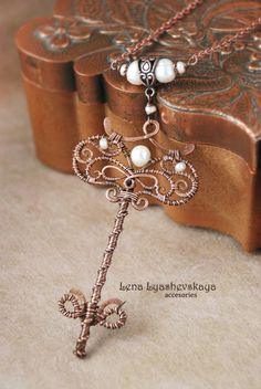 "Pendant ""KEY OF TALES"" Pearls, copper"