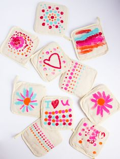 These DIY painted pot holders are the perfect kids craft. A great Mother's Day gift idea too!