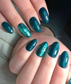 Outstanding Emerald Green Nails Art Designs For You - Beautiful Glitter Accent Nails;Emerald Green Nails;Long Emerald Green Nails; Informations Abou - Glitter Accent Nails, Teal Nails, Green Nails, Acrylic Nails Green, Accent Nail Designs, Green Nail Designs, Nail Art Designs, Nails Design, Gelish Nails