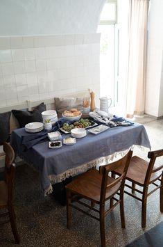 Maritimen Flair in die vier Wände holen mit dem handgefertigen Design Blaugeflammt #interior #inspo #deko #idee #einrichten #tischdecken #tableware #geschirr #handgefertigt #handmade #craftmanship