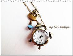 Hier habe ich eine super tolle Kettenuhr für Euch. Ein kleiner Wecker,als Uhr und ein süßes Vögelchen mit einer blauen Perle.     Ein tolles Geschenk