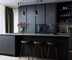Modern Home Decor Kitchen Beautiful Kitchen Designs, Modern Kitchen Design, Beautiful Kitchens, Interior Design Kitchen, Modern Interior Design, Black Kitchen Cabinets, Black Kitchens, Home Kitchens, Kitchen Black