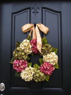 Classic flower pattern - Seasonal Decorating Ideas - Spring and Summer Wreaths