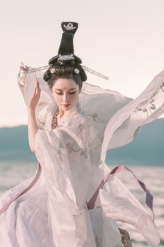 hanfu gallery — Chinese hanfu by 姑蘇客 Hanfu, Traditional Fashion, Traditional Dresses, Chinese Style, Chinese Art, Chinese Fashion, Beautiful Fantasy Art, China Girl, Action Poses