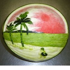 Watermelon Seaside Sunset ~~ Pics For Simple Watermelon Carving Designs Saved by SRIRAM Watermelon fruit carving of the beach Offers a gallery of unique watermelon sculptures by Takashi Itoh. Watermelon Carving Easy, Watermelon Art, Fruit Sculptures, Food Sculpture, Easy Food Art, Fruit Creations, Fruit And Vegetable Carving, Food Carving, Fruit Decorations