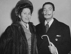 """Salvador Dali et sa femme Gala sur le bateau """"Vulvania"""" à New-York."""