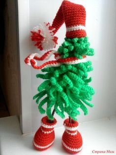 39 ideas for crochet christmas tree decorations navidad Knit Christmas Ornaments, Crochet Christmas Wreath, Christmas Tree Wreath, Christmas Knitting, Christmas Tree Decorations, Christmas Crafts, Xmas, Knitted Headband Free Pattern, Crochet Scarf Easy