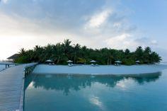 29 novembre 2013: Vakarufalhi, Maldive. Un'isola perfetta, ricca di vegetazione e con una laguna mozzafiato orlata da una ininterrotta spiaggia di sabbia bianca…