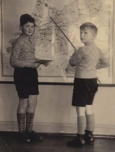 Ab Reiner and Sol Kimel, two Jewish classmates of Anne Frank. They go into hiding, are arrested in February 1945, and liberated from the Westerbork transit camp, The Netherlands, in May 1945. Both now live in Israel.