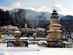 월악산 - 미륵리 석조여래입상 (Mt. Woraksan, Korea)
