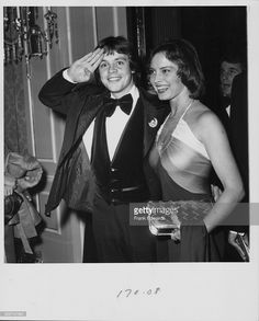 Actor <a gi-track='captionPersonalityLinkClicked' href=/galleries/search?phrase=Mark+Hamill&family=editorial&specificpeople=206396 ng-click='$event.stopPropagation()'>Mark Hamill</a> and his wife, Marilou York, attending the 35th Golden Globe Awards, California, January 1978.