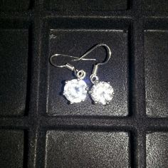 ONE PAIR ONLY 6 CTW CZ SOLITAIR DROP EARINGS 3 ctw on each side Small drop of 1/8 inch Silver tone Look real Gorgeous in the light Hammock Beach Jewelry Jewelry Earrings