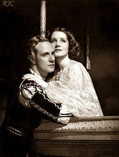 Leslie Howard and Norma Shearer as the title characters in Romeo and Juliet (1936 film).