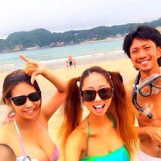 【xoxo5reina】さんのInstagramをピンしています。 《おはようございます 昨日の海の洗濯物達と 朝から格闘し やっとこさ 落ち着きまして 昨日の海は楽しかったなぁ たくさん笑ったよ しわができちゃう…w  紹介します。 私のFamilyです☺ 後ろにこっそりmy kidsとじぃじ #海#出会いの場所#Family#大事な人#aloha#どこでも#aloha#守谷海岸#love#ハニーちゃん》