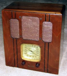 RCA Upright Table Radio (Replacement Grill Cloth), Model 85T2, Broadcast Band Only, 5 Tubes, Made In USA, Circa 1937