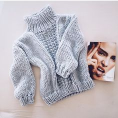Cardigans Crochet, Winter Is Comming, Crochet Coffee Cozy, Pulls, Crochet Baby, Knitwear, Knitting Patterns, Feminine, Fashion Outfits