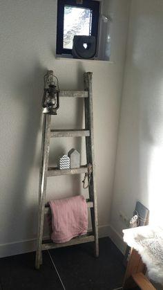 Houten decoratie ladder, ideaal voor in de badkamer | BadkamerXXL ...