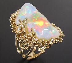 Кольцо с эфиопским опалом и бриллиантами
