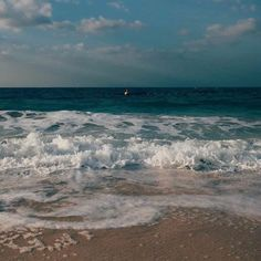 Beautiful rainy day at the sea Fast Crazy Nature Deals. Beach Aesthetic, Summer Aesthetic, Aesthetic Photo, Aesthetic Pictures, Aesthetic Dark, Aesthetic Pastel, Aesthetic Gif, Aesthetic Videos, Aesthetic Vintage
