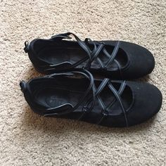 Clarks Privo lace up flats Very comfy and cute Clarks flats w/ stylish lace up Velcro closures!! Black w/a purple sole!! Clarks Shoes Flats & Loafers