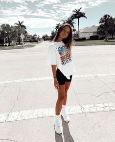 Skater Girl Outfits, Teen Fashion Outfits, Retro Outfits, Look Fashion, Outfits For Teens, Vintage Outfits, Preteen Fashion, Teen Fashion Style, Petite Fashion