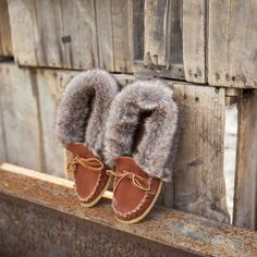 Buffalo fur trim moccasin with a crepe sole. Great for outdoor wear! #leather #Canada #handmade #rockwood #ontario #like #daily #fashion #hidesinhand #buffalo #fur #trim #soft #warm #crepe #rubber #sole