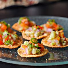 Fried mini papads loaded with Indian style spicy cucumber onion tomato salad. Indian Appetizers, Indian Snacks, Appetizers For Party, Indian Food Recipes, Appetizer Recipes, Indian Foods, Diwali Recipes, Canapes Recipes, Indian Dishes