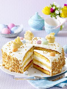 Rübli-Torte mit Zitronencreme Easter can come now! The Rübli cake with fruity lemon cream. Easy Vanilla Cake Recipe, Chocolate Cake Recipe Easy, Easy Cake Recipes, Cupcake Recipes, Cookie Recipes, New Year's Desserts, Cute Desserts, Slow Cooker Desserts, Vegan Candies