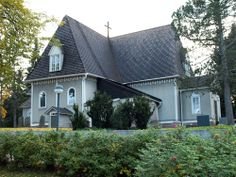 Tuusula Church was built in 1732-1734. The current appearance of the wooden cruciform church is from the reconstructions in 1853 and in 1902. The belfry was originally built in the end of the 17th century, and the present appearance dates from the reconstructions in 1818 and in 1903. The national author of Finland Aleksis Kivi, and a famous painter Pekka Halonen are buried in the cemetery.