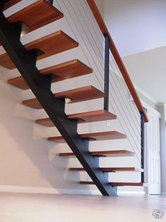 Hej   bygger ni nytt hus eller renoverar och letar efter den perfekta trappan ?   vi tillverkar enbalkstrappor i stål efter era önska mål. ni skräddarsyr er trappa precis som ni vill ha den.  vill ni ha betong/stål/trästeg så löser vi det.   vi gör ä...