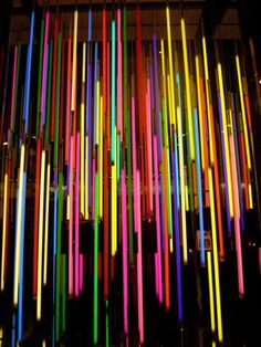 Shot captured 2008 in Tsim Sha Tsui (TST) in Hong Kong, China. These vertical neon lights can be found in the urbanized southern Kowloon district as a Louis Vuitton window display. Glow In Dark Party, Neon Birthday, Birthday Parties, Neon Jungle, Blacklight Party, Neon Painting, Neon Nights, Neon Glow, Disco Party