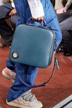 The complete Lanvin Fall 2020 Menswear fashion show now on Vogue Runway. Men Fashion Show, Emo Fashion, Fashion Week, Lanvin, Balenciaga, Men's Backpack, Fashion Backpack, Vogue, Tie Shoes