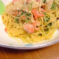 冷蔵庫の余り物で作ったパスタ〜 - 7件のもぐもぐ - スモークサーモンと水菜のクリームパスタ by sakutae