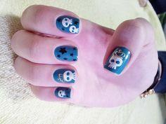 Queen's skeleton nails