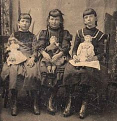 Google Image Result for http://www.antiquedolls-collectors-onlineadvisors.com/images/tin-type-1-with-3-dolls.jpg