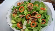 Walnut pepper salad with red wine vinegar dressing