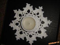 HÁČKOVÁNÍ - Svícen ve tvaru vločky - na čajovou svíčku Crochet Motif, Crochet Doilies, Crochet Patterns, Crochet Christmas Decorations, Christmas Crafts, Christmas Tea Light Holder, Christmas Holidays, Xmas, Crochet Angels