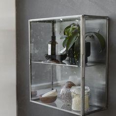 Plåtskåp House Doctor zink glas klarglas en ett hyllplan hänga upp vägg badrumsskåp skåp vitrinskåp förvaring stort