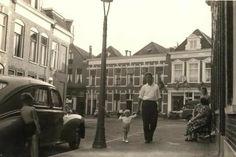 Fievelstraat Groningen ongeveer 1967 hier ben ik geboren in 1962 en verhuisd in 1968 dus woonde hier op dit moment :-)