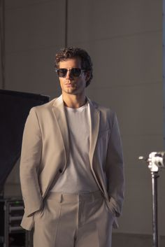 The latest eyewear is here, worn by actor Henry Cavill, whose drive and focus paved the way to his success Henry Caville, Love Henry, Henry Williams, My Superman, Enola Holmes, Hollywood Actor, Fine Men, Cute Guys, Gorgeous Men