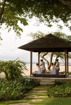 Outdoor treatment at the beach front bale in Tea Tree Spa Outdoor Gazebos, Outdoor Spa, Villa Marina, Lomi Lomi, Senses Spa, Massage Place, Relax, Spa Rooms, Thai Massage