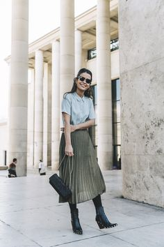 Sara Escudero has created the most gorgeous vintage style here by combining a green pleated midi skirt with a teal collared blouse and a pair of studded ankle boots. We love this style for a summer day out! Biker Jacket: Sandro, Shirt/Skirt/Bag:...