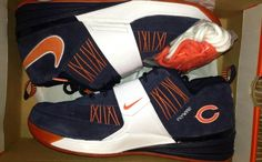 Chicago Bears colors and tagging details a new colorway of the Nike Zoom Revis. Visit Nice Kicks to learn more about this Nike Zoom Revis. Chicago Bears Shoes, Chicago Bears Colors, Discount Nike Shoes, Nike Shoes For Sale, Nike Outfits, Chicago Bears Wallpaper, Sneak Attack, Bears Football, Nike Workout