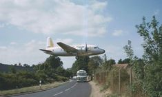 A Channel Airways Vickers Viking aircraft flying low as it lands at Southend Airport Ww2 Aircraft, Military Aircraft, London Southend Airport, British Airline, Essex England, Leigh On Sea, Heathrow Airport, Commercial Aircraft, Civil Aviation