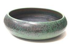 I'd put fresh vineyard peaches, walnuts and purple grapes in this bowl (ARABIA FINLAND ANNIKKI HOVISAARI Art ceramic bowl 1960s)