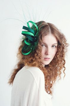 Hey, I found this really awesome Etsy listing at https://www.etsy.com/listing/117799886/green-fascinator-feather-fascinator