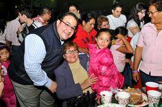 Duarte de Ochoa se mostró contento junto a los asistentes, con quienes platicó y convivió durante horas, en un ambiente sano y familiar, donde rompieron piñatas y repartieron dulces y frutas de la región.